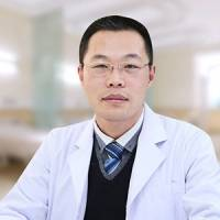八大处医学博士于晓波 双眸大而有神